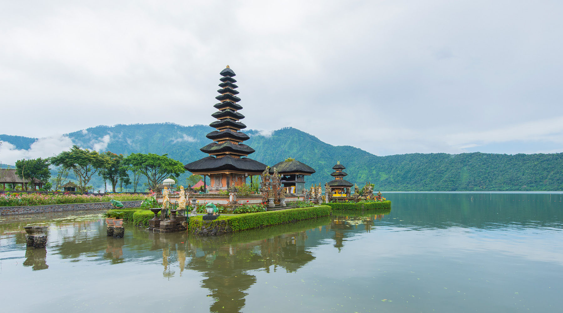 With a stop in Bali on the World Journey, you'll have ample opportunity to take in the truly enchanting music that is central to Indonesian culture.