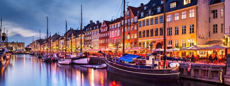 Charming Copenhagen - Walk & Cruise with Refreshments
