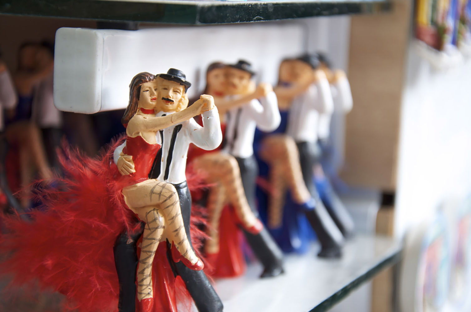 Figurines depicting salsa dancers in Buenos Aires