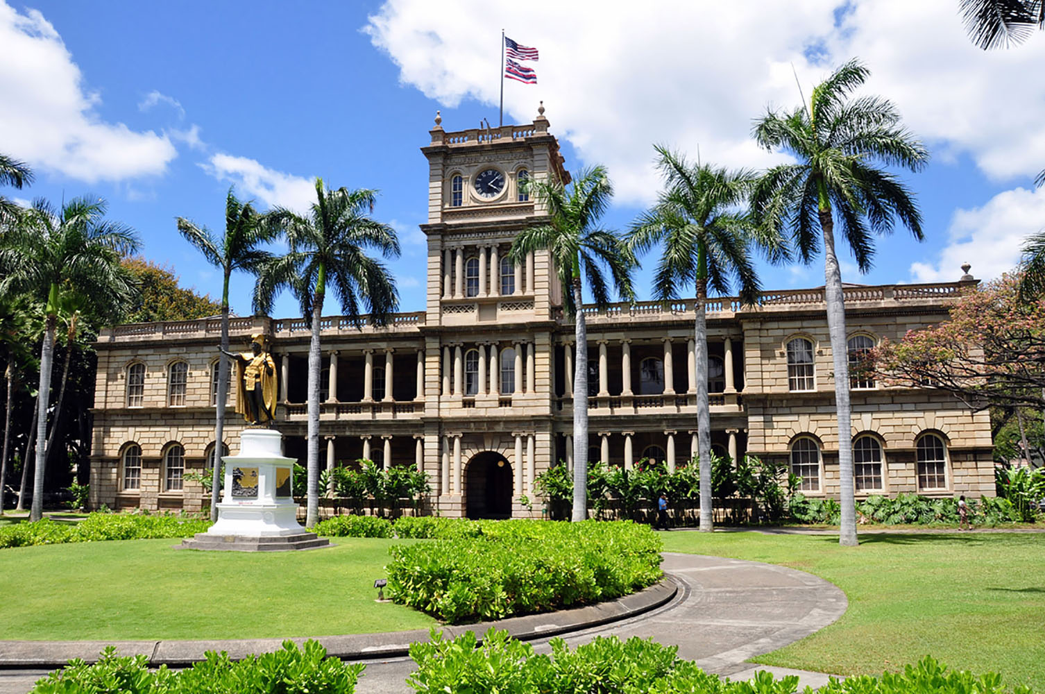 Iolani Palace in Honolulu on a sunny day