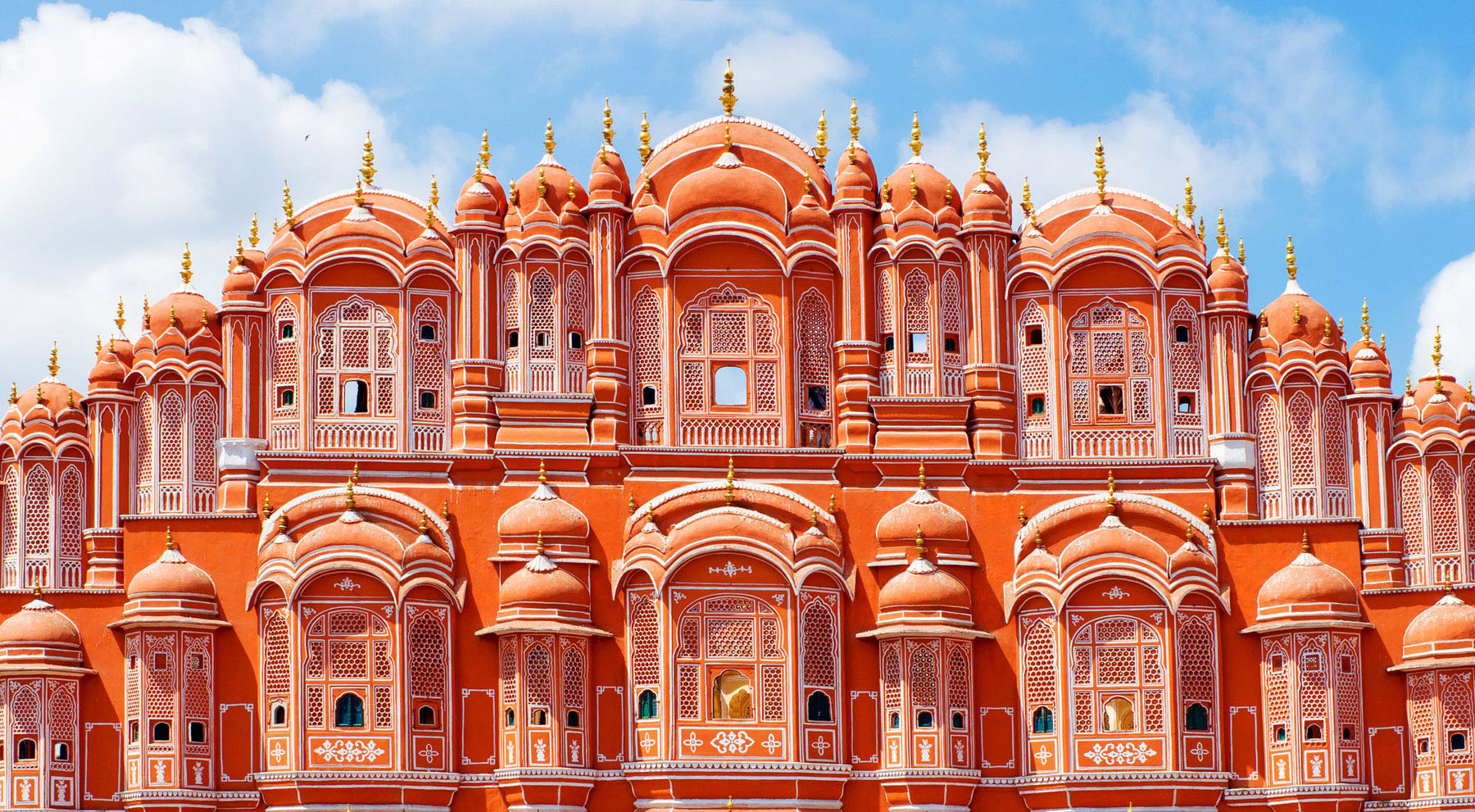 Hawa Mahal palace (Palace of the Winds) in Jaipur, Rajasthan. India