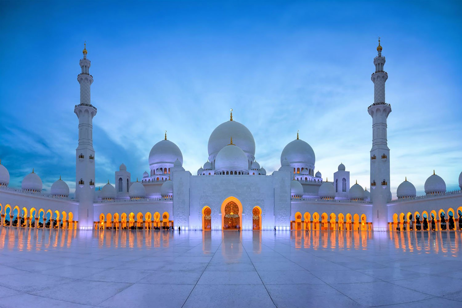 Sheikh Zayed Grand Mosque in the early evening
