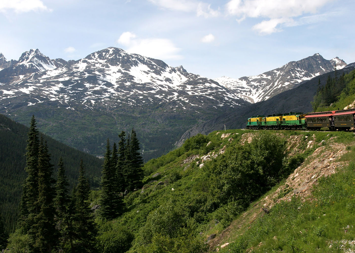 The White Pass train makes its way along the White Pass and Yukon Route Railway