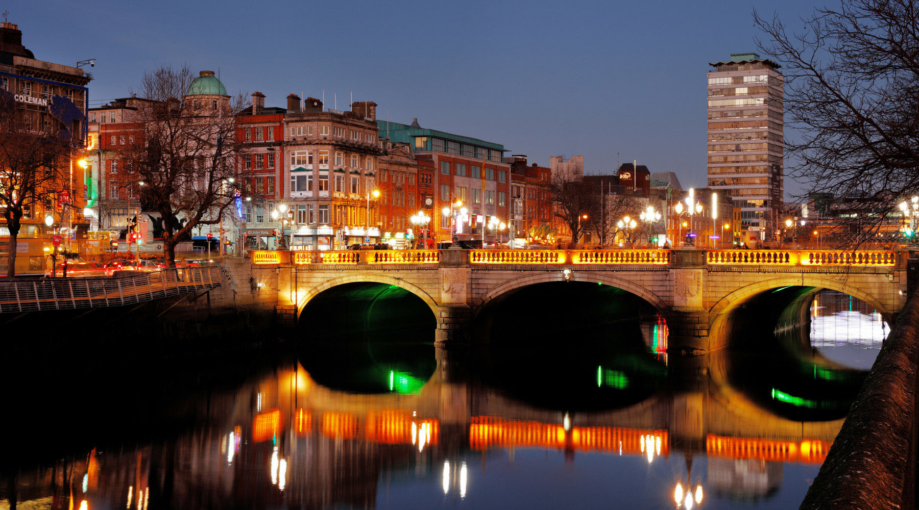 The O'Connell Bridge in Dublin, Ireland, at night.