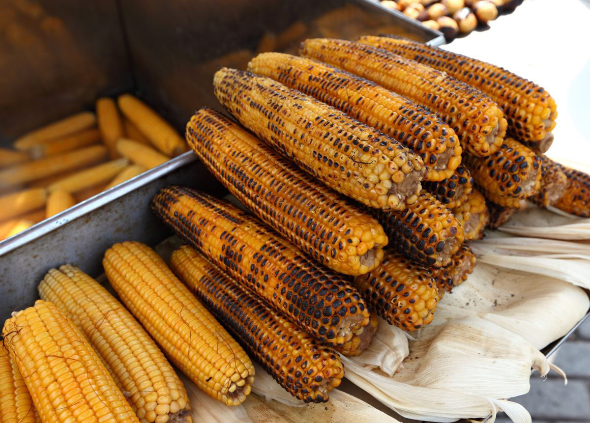 Mısır, a corn on the cob, grilled and served with salt and spices