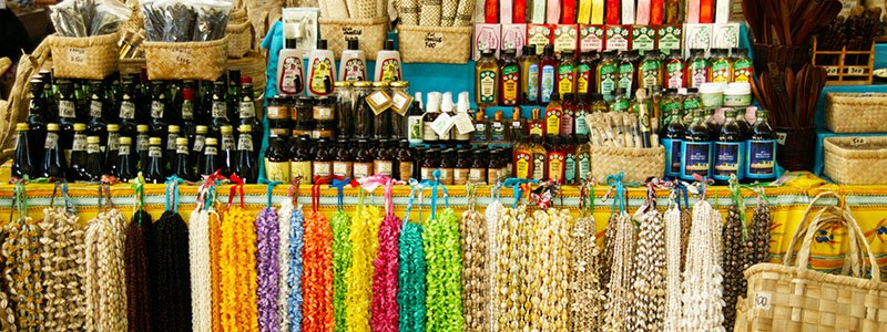 Colorful hand-crafted items at the Marché de Pape'ete in Tahiti, French Polynesia