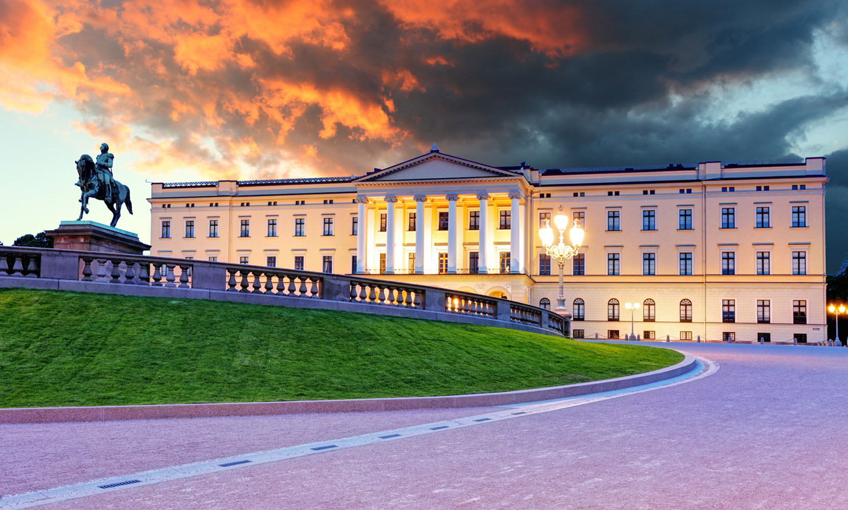 Oslo's beautiful Royal Palace.