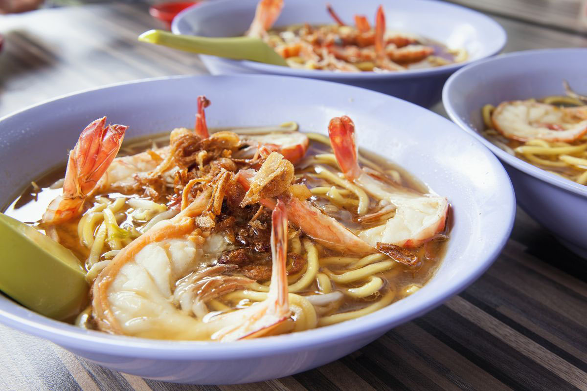Hokkien mee, a street food from Singapore with noodles and seafood